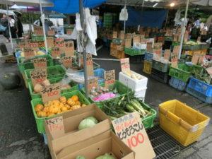 水沢観音の野菜販売