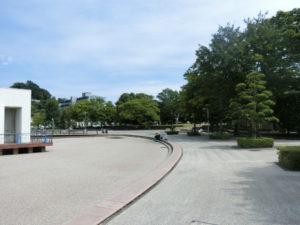 相模川ふれあい科学館前の広場