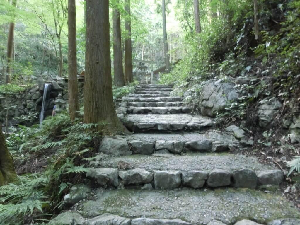 天の岩戸の階段